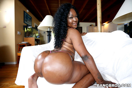 Diamond Monroe seriously has a bubble butt
