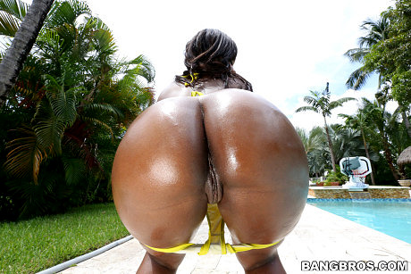 Ninna and her enormous ebony booty
